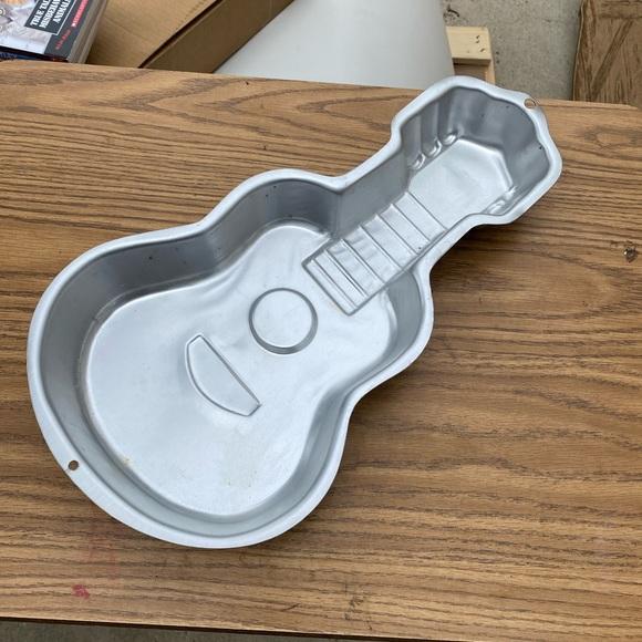 Wilton guitar cake pan